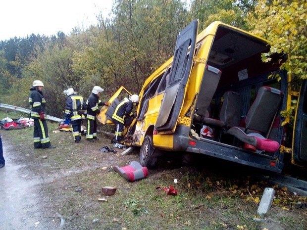 ВХмельницкой области произошло масштабное ДТП: 3 погибших, десятки раненых