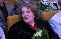 Лина Костенко пожелала Тимошенко обломок Лукьяновской тюрьмы в качестве сувенира