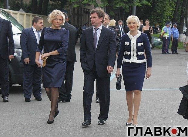 Новожилов з дружиною(справа) йдуть на VIP-вечірку з нагоди інавгурації президента Петра Порошенка в <<Арсеналі>>