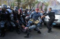 Под колеса автозака с Тимошенко попал человек