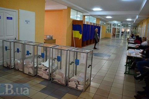 В Киеве на одном из участков замечен наблюдатель со списком избирателей