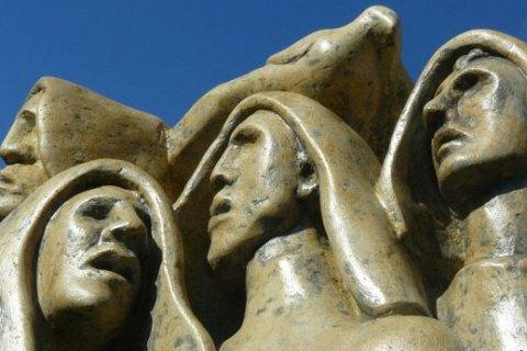 ВИталии окрыли первый памятник жертвам Голодомора вУкраине
