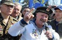 Азаров подписал с афганцами и чернобыльцами меморандумы