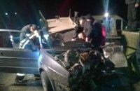 В Мукачево пьяный полицейский на авто врезался в стену