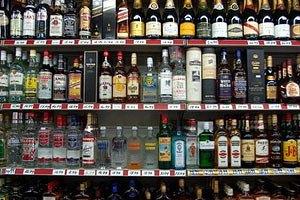 Кивсовет разрешил продавать алкоголь и сигареты в киосках