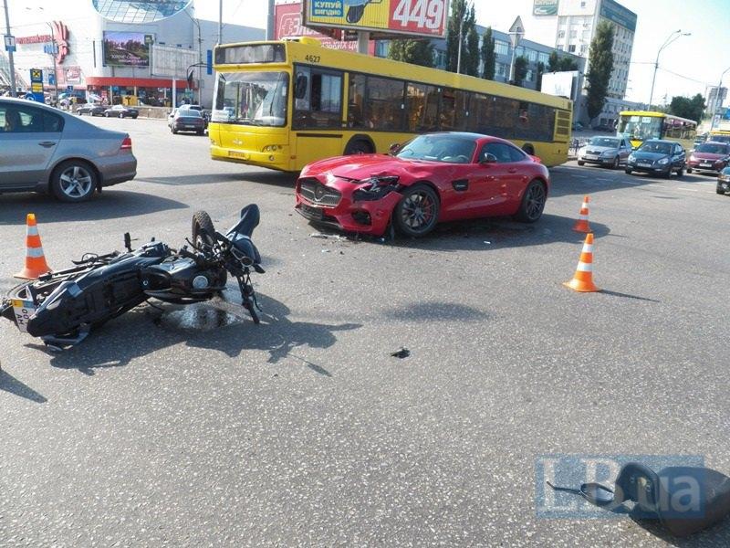 ВКиеве милицейский патруль попал вДТП, 7 человек травмированы— МВД