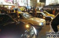 Подъезды к Майдану перекрыли автомобилями и щитами