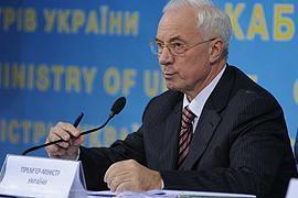Азаров выдал министрам по региону