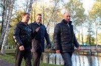 Янукович готовится пить чай у самовара с Медведевым и Путиным