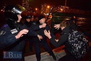 Милиция избила протестующих против незаконной стройки на Осокорках
