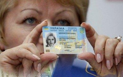 Яценюк заявил о выдаче 660 тыс. биометрических паспортов с начала года