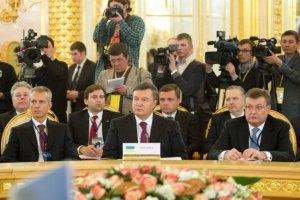 Янукович придумал Грищенко полномочия
