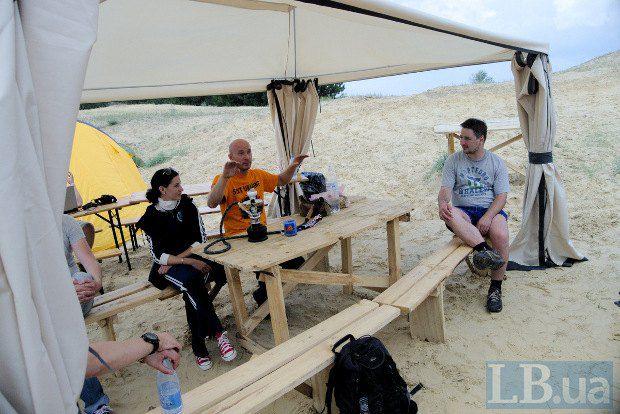Вадим Нестерчук общается с журналистом