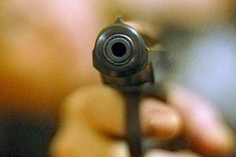 Неизвестный ранил мужчину изогнестрельного оружия— Стрельба вКиеве