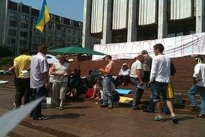 Протестующих возле Украинского дома просят прекратить акцию