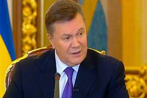 Янукович подписал закон об освобождении активистов Евромайдана