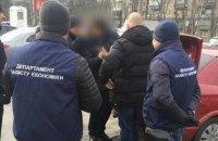 Полиция задержала четырех взяточников за сутки