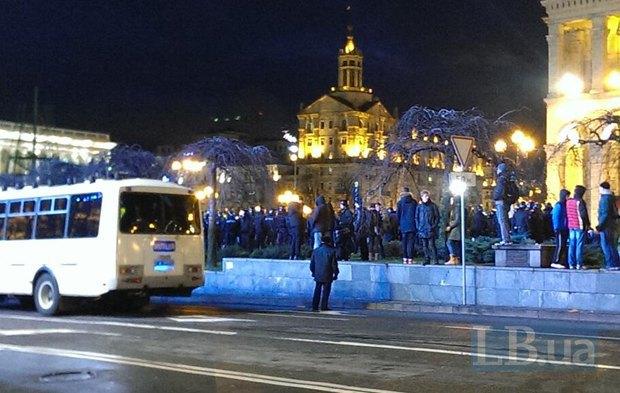 """Позднее """"Беркут"""" оцепил часть Майдана возле главпочтамта"""