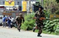 При нападении боевиков на военный лагерь в индийском Кашмире убиты 17 солдат