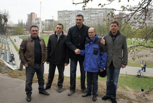 Зліва на право: Анатолій Артемчук, Юрій Миколаєнко, Віталій Кличко, Петро Романюк, Олег Гаряга