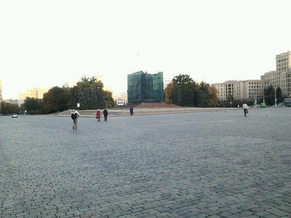 542ceb2a886d9 В Харькове начали восстанавливать памятник Ленину