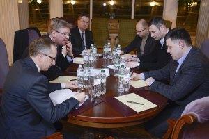 Фюле и лидеры оппозиции обсудили вопрос разрешения кризиса