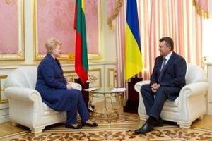 Янукович заявил, что не может подписать ассоциацию с ЕС из-за шантажа России