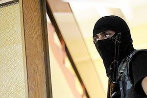 Люди в масках заблокировали здание Федерации профсоюзов