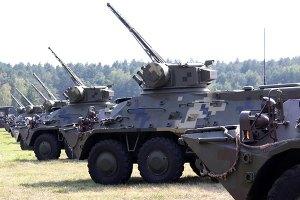 Кабмин решил срочно передать бойцам АТО вооружения со складов