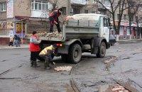 В Горловке к приезду замминистра ЖКХ дороги ремонтируют кирпичом