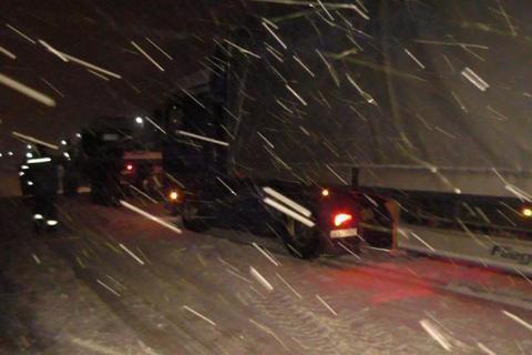 Из-за снегопада— без света все еще практически 200 населенных пунктов
