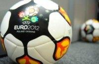 У Києві встановили символічні футбольні м'ячі