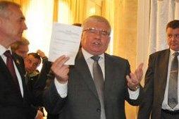 Чечетов проверял бюллетени во время голосования за Лутковскую