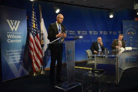 Яценюк в Вашингтоне принял участие в допремьерном показе фильма об Украине