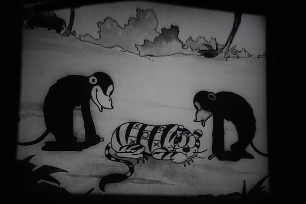 Кадр з віднайденого мультфільма Волта Діснея «Африка перед смерком» (1927)