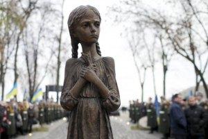 У Азарова выделили деньги на памятник жертвам Голодомора в США