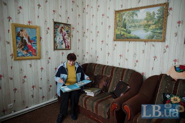 Катерина Михайлівна працювала в спорткомплексі до 2003 року, а потім з нього зробили корпус Глухівського педінститу. Тоді жінка стала комендантом студентського гуртожитку, тут і згодився її командирский характер.
