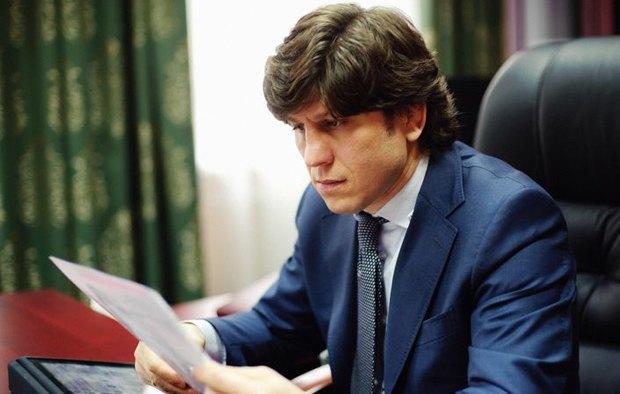 В 2009 году Эльбрус Тедеев оказался причастен к разборкам в центре Киева с применением оружия