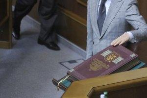 Украинцы хотят поменять власть, а не Конституцию, - социолог