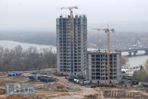 В Киеве сразу после выборов возобновились работы на двух скандальных стройках