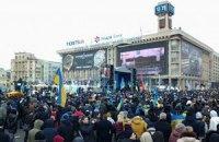 Вече на Майдане началось с молитвы и проповедей