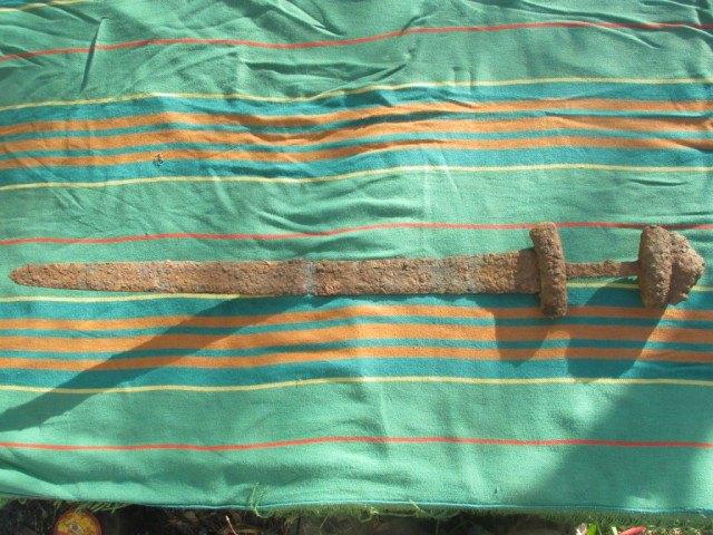 Знайдений на Волині меч вікінгів контрабандою потрапив в Естонію (фото)