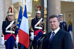 Янукович хочет во Францию на ядерный саммит