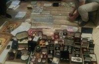 При обыске в доме мэра Бучи нашли коллекцию орденов, деньги и драгоценности