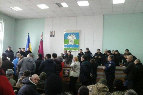 Жители Новомосковска взбунтовались из-за нежелания горсовета признавать мэра