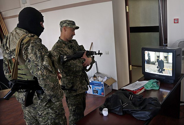 Pro-Russian militia in the building of the Kramatorsk town administration