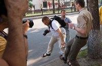 На акции FEMEN сотрудник грузинского посольства избил журналиста