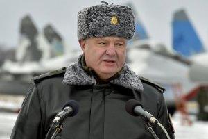 Порошенко: Украину должны защищать не дети, а опытные военные