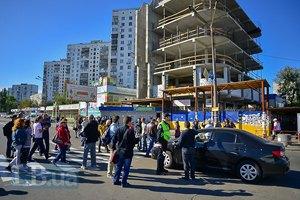 Киевляне перекрыли улицу Малышко в знак протеста против стройки