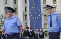 Недемократическая политика стоит украинским гражданам много денег